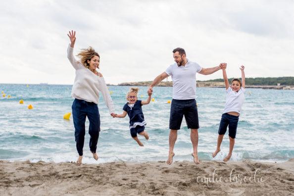 Séance photos famille à la plage Aix Marseille